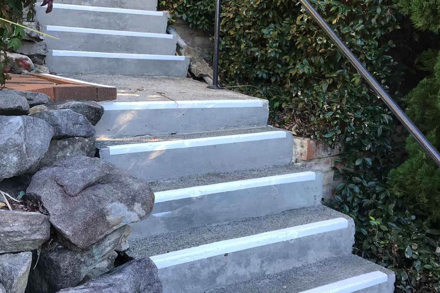 Exterior Staircase after pressure cleaning