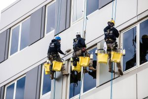 hospital-painting-exterior-rope-access